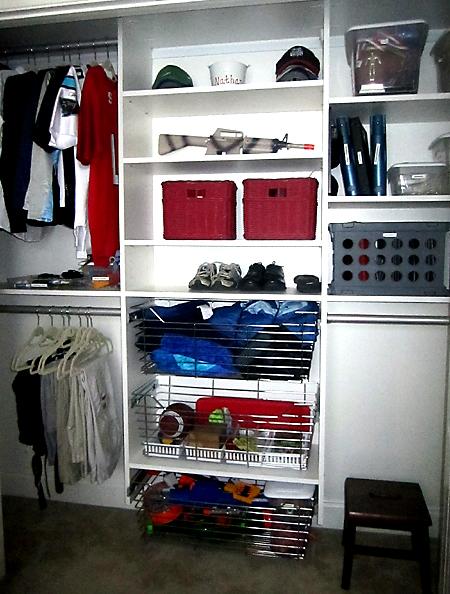 Boy bedroom closet